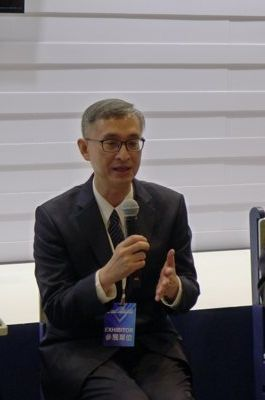 花蓮慈濟醫院幹細胞與精準醫療研發中心主任李啟誠醫師,說明第一例病患入案細胞療程