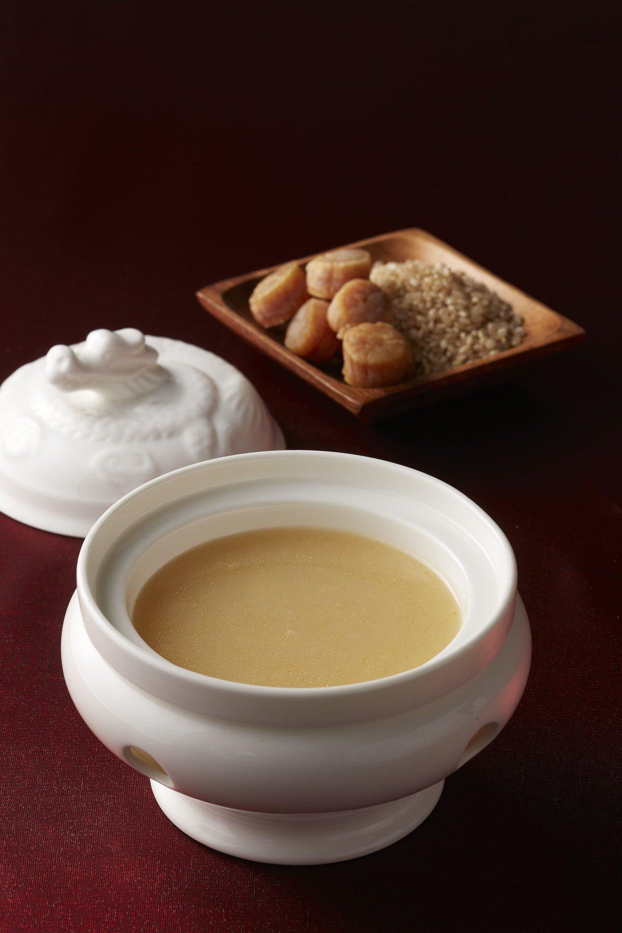 元氣滿滿的「寒舍雞粥」。 圖/台北寒舍艾美酒店提供