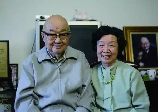 馮端和妻子陳廉方的合照。圖/央視網