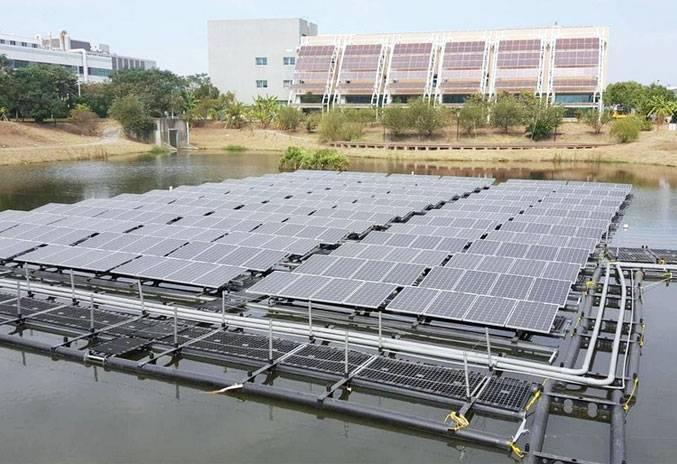永康科技工業區滯洪池所設置的浮動式太陽光電。 經發局/提供