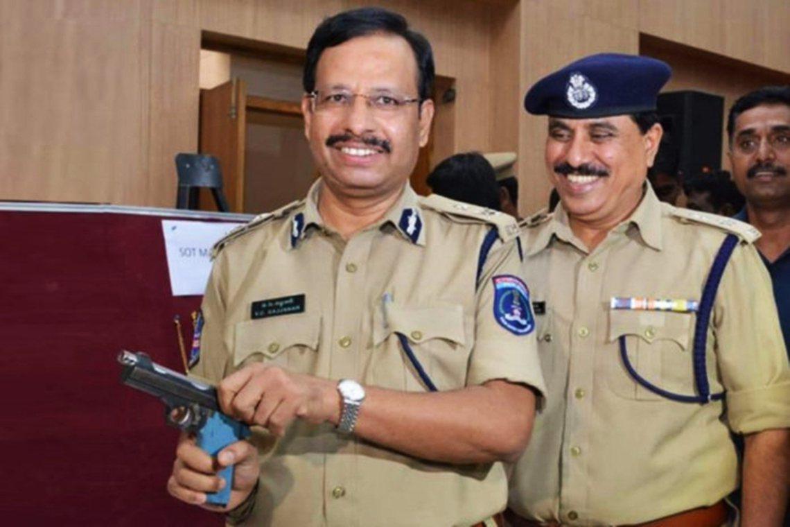 海德拉巴警局局長賽吉納(V.C. Sajjanar)向外界表示,警察是出於自衛才...