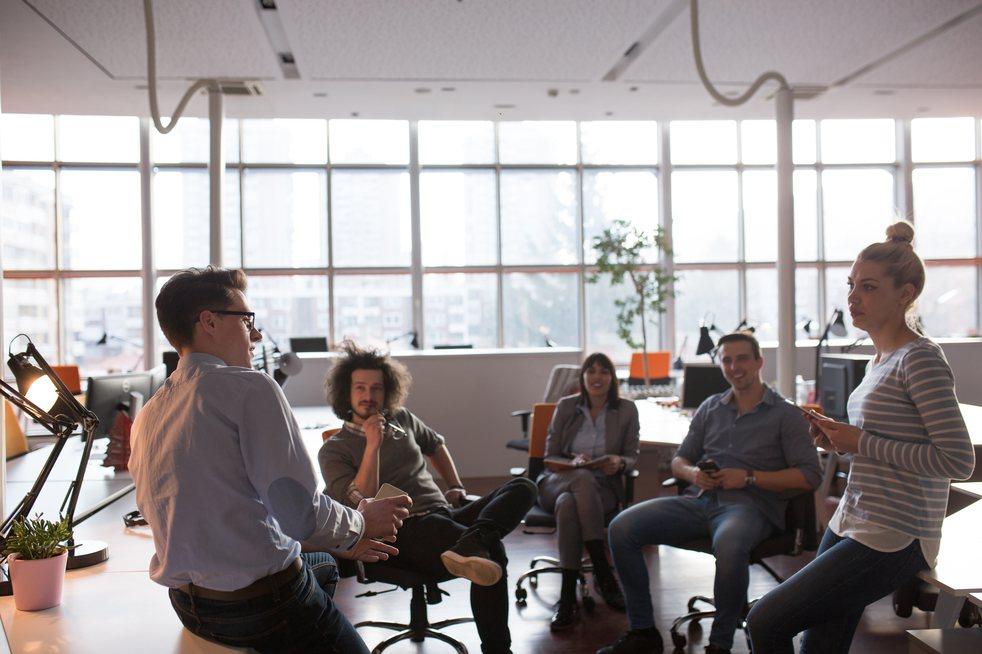 一家公司內有許多部門,而不同部門間的工作氛圍都各有不同。示意圖/ingimage