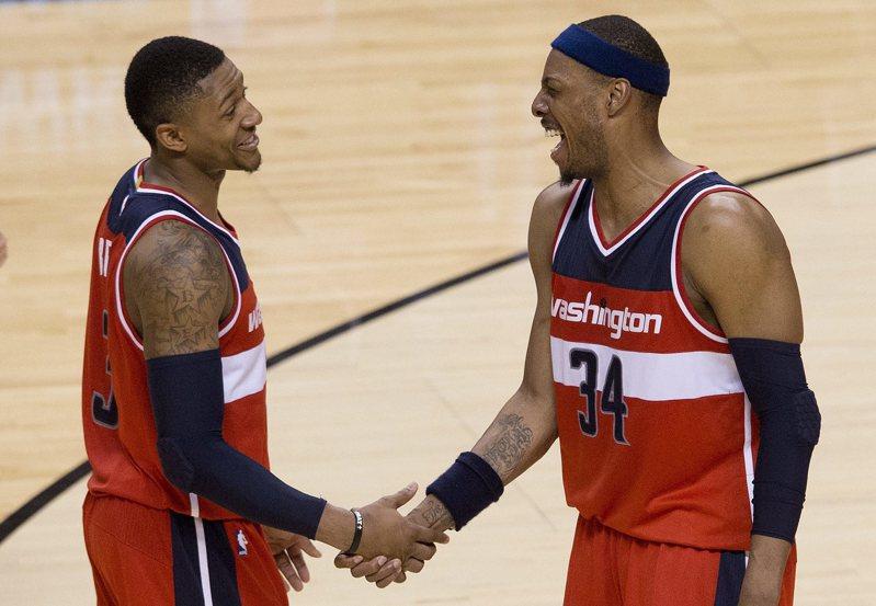 皮爾斯(右)曾與比爾是隊友。 美聯社