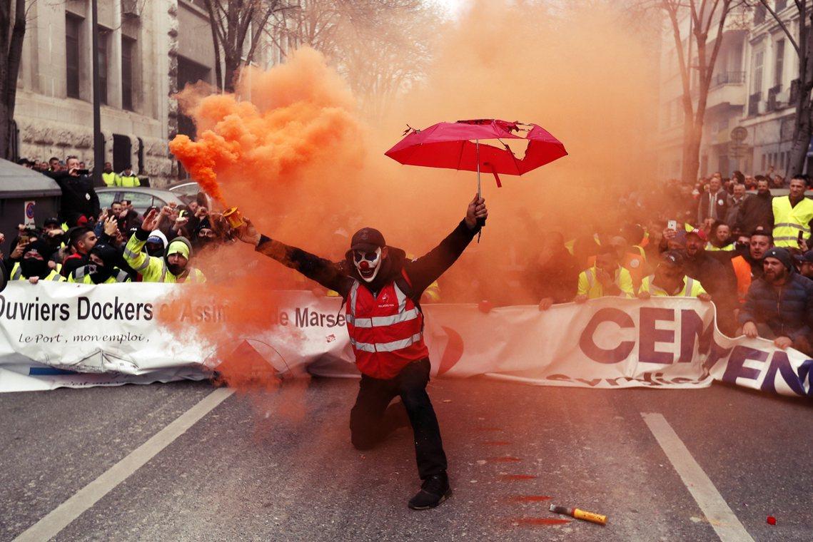 「法國罷工不稀奇,但這回的抗爭訴求...是什麼呢?」2019年12月5日,法國全...