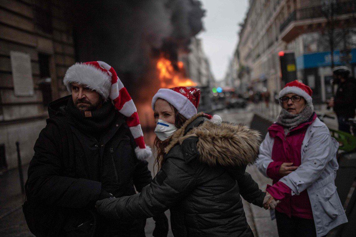 「放棄了改革...讓法國人錯失了解決年金問題的最佳時機。」 圖/法新社