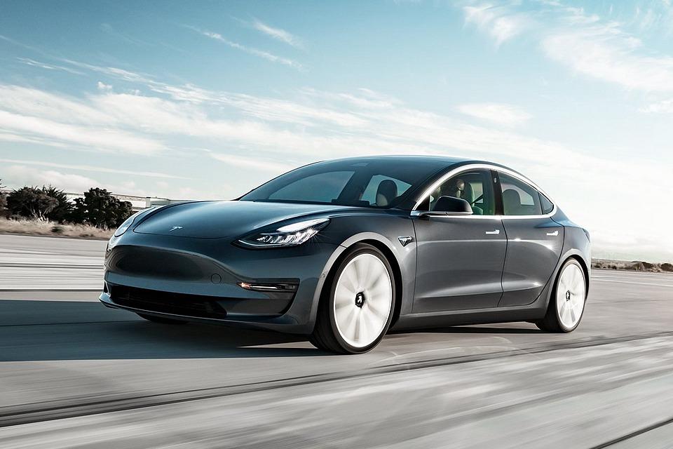 Tesla Model 3大量交車 3月車市開紅盤