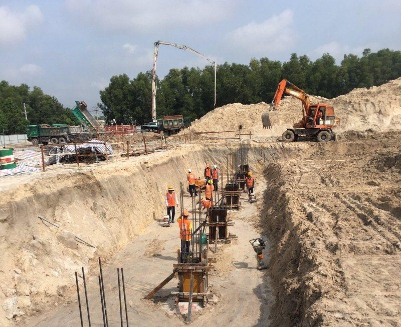 東昌電機近年成立子公司東宇伸建築,取得越南一級建設資質,等於台灣的甲級營造公司,...