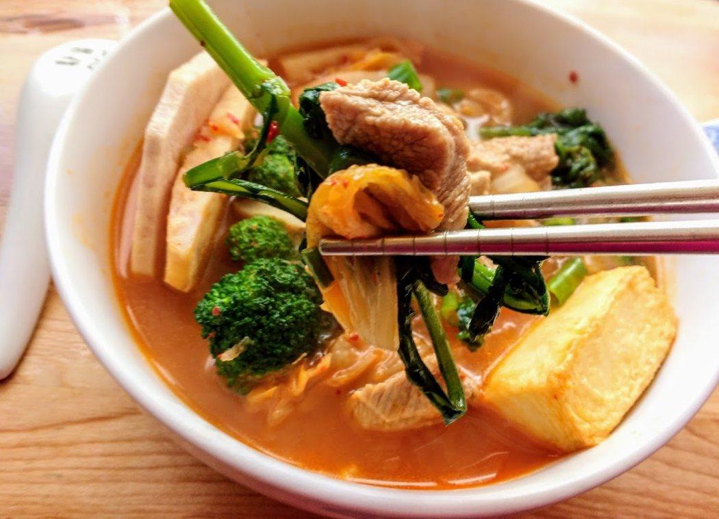 圖文:美國番媽/食譜/韓式豬肉泡菜鍋🔥