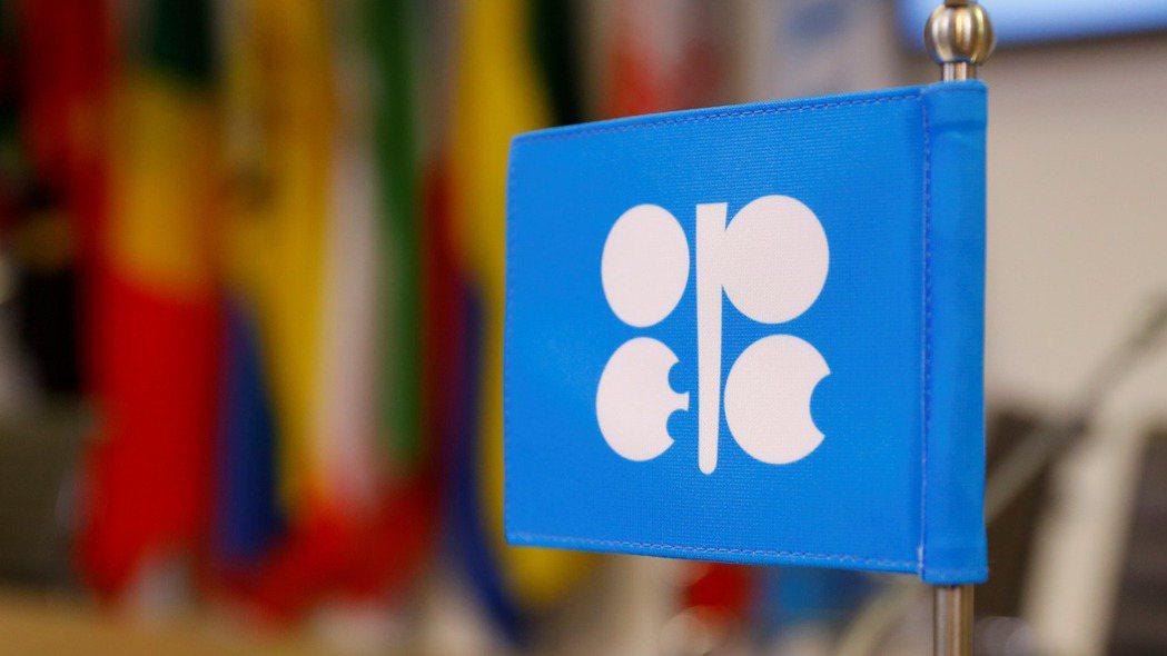 OPEC+同意明年第1季擴大減產,每日減產量將增至170萬桶。  路透