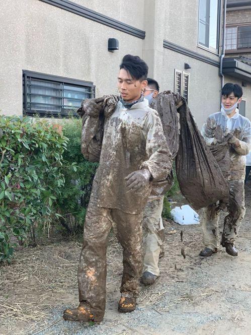 台南人陳一銘上個月組成志工團隊,前往日本丸森,協助當地水災善後,被日本媒體報導。...