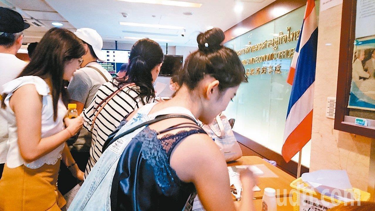 赴泰簽證新制,需要透過電子簽證先上網登錄,新制延後至明年3月上路。本報資料照片