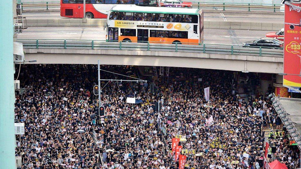香港百萬民眾在6月9日走上街頭抗議「反送中」立法。本報資料照片