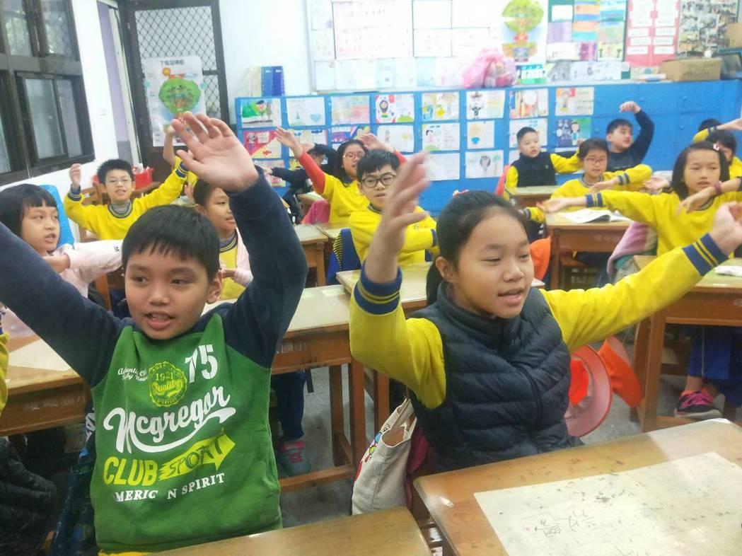 梁静茹的「暖暖」变学校地下校歌,学生每个都会唱。 记者游明煌/摄影