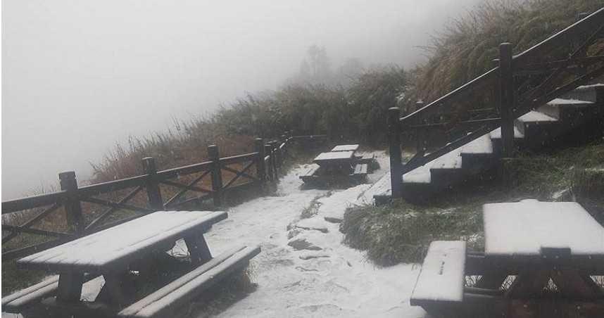 今年入冬的第一場雪。圖/翻攝自布農卡里布灣登山隊
