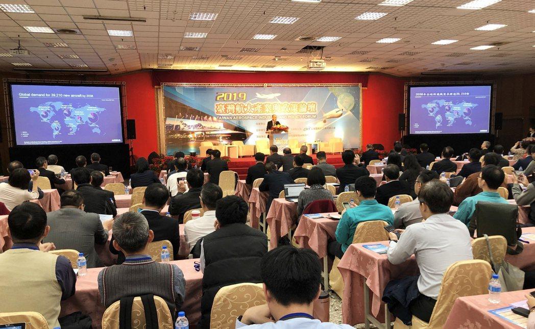 航太產業論壇今天在漢翔航太研習園區舉行,不僅提供台灣與國際航太產業最新資訊與發展...