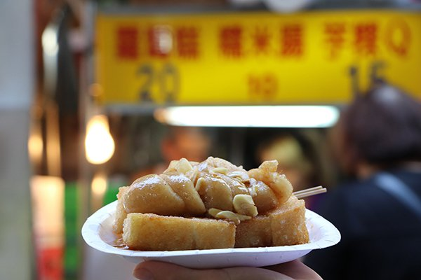 板橋黃石市場知名美食蘿蔔糕。(圖/趣淘漫旅提供)
