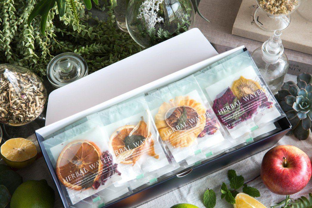 除了路易莎咖啡,TSUTAYA BOOKSTORE南港店還與台灣花草茶品牌「小草...