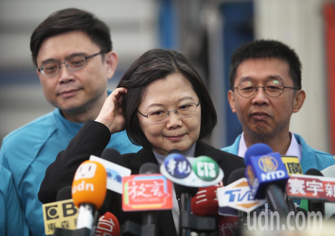 蔡英文總統受訪時表示,對於最近引起熱議的「卡神」楊蕙如事件,她強調她和楊蕙如確實...