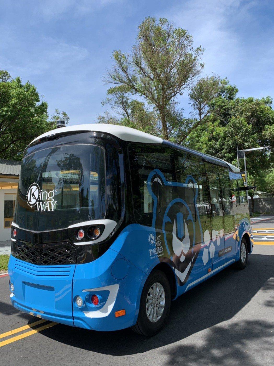為打造全國第一個將智慧自動駕駛電動巴士導入公共運輸系統接駁的測試運行計畫,新北市...