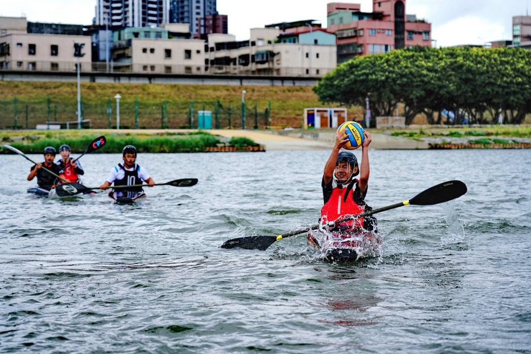 新北大都會公園北側的微風運河,為北台灣重要水上活動場地,亦為競賽專用水道,新北市...
