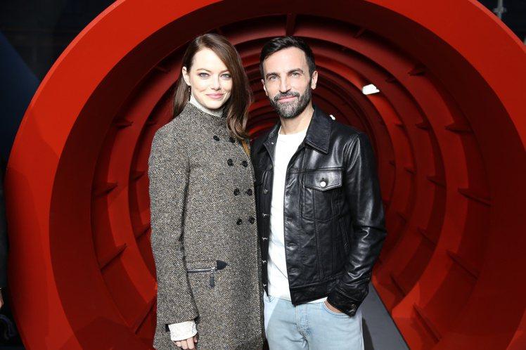艾瑪史東是路易威登女裝藝術總監Nicolas Ghesquière的好友,也是品...