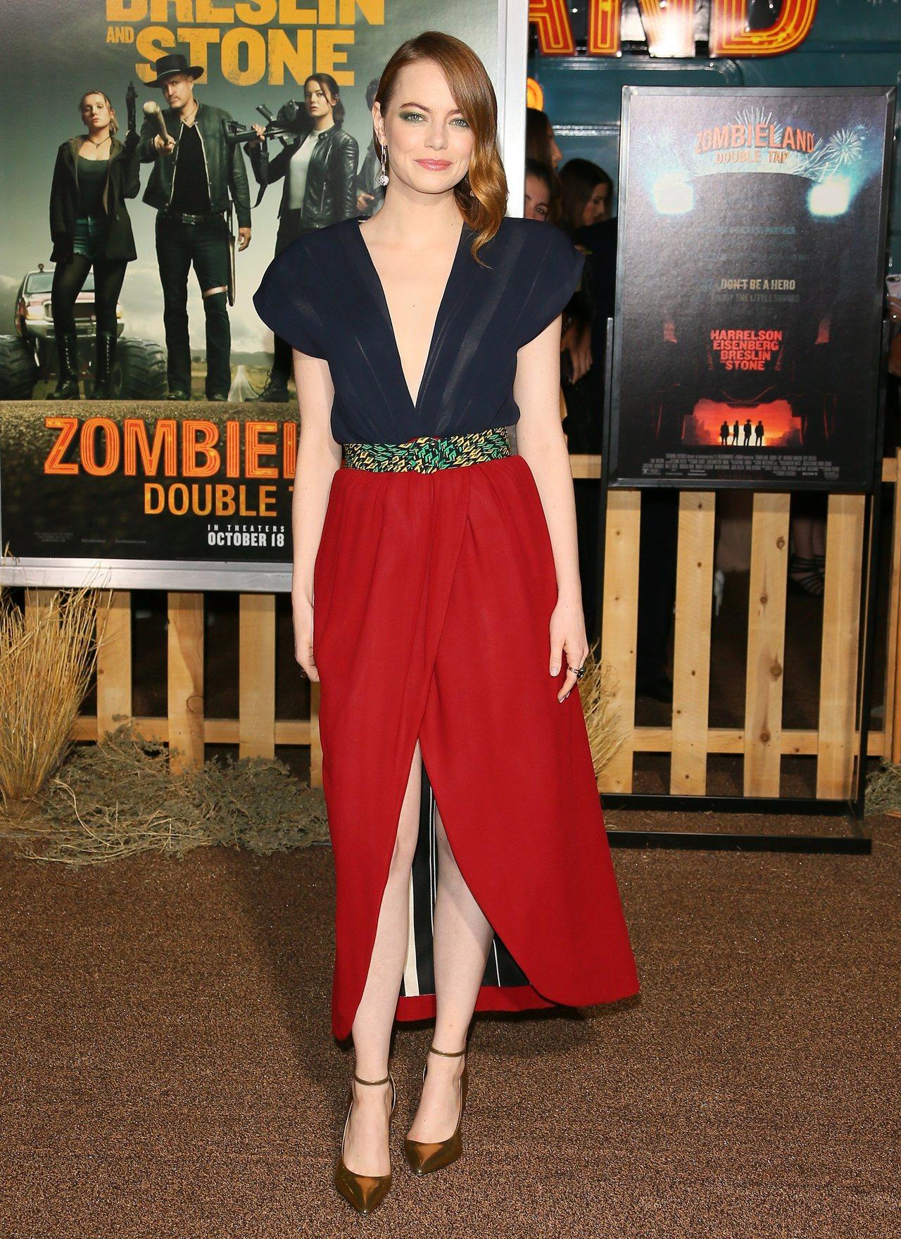 艾瑪史東穿路易威登2020春夏系列洋裝、配戴B Blossom珠寶系列出席電影「...