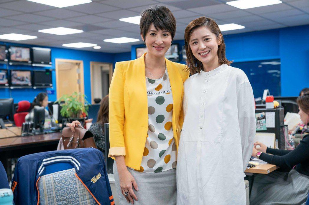 林予晞造訪TVBS新聞部,見到主播夏嘉璐一秒變粉絲。圖/TVBS提供、