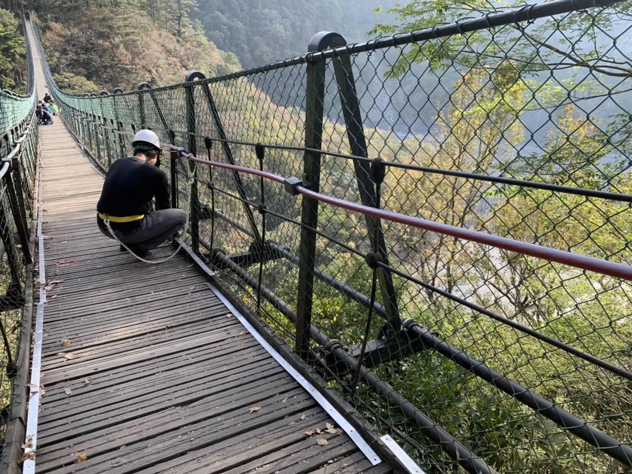南投林管處修復補強奧萬大吊橋所有設備進行安全測試通過後,將於12月7日重新開放遊...