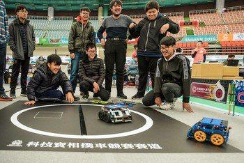 新創機器人節「機器人國際邀請賽」今年與祥儀基金會再度攜手合作,延續2018年AI Taoyuan精神,擴大辦理陸、海、空三大領域機器人國際競賽。圖/新聞處提供