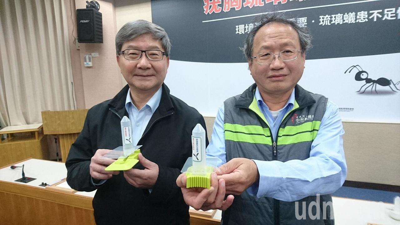 農委副主委黃金城(右)表示全台疣胸琉璃蟻蟻災,已有6縣市29個鄉鎮淪陷,強調未來...