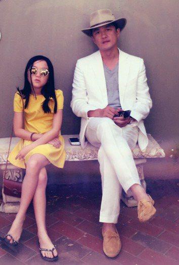 李亞鵬(右)的女兒李嫣(左)。圖╱摘自微博