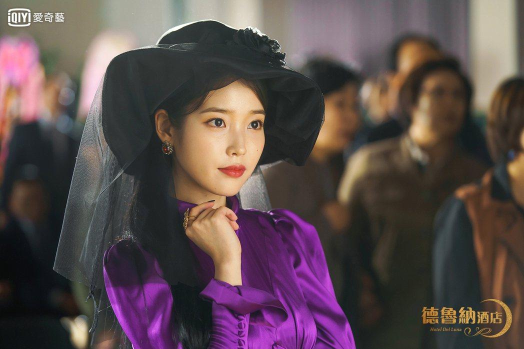 IU、呂珍九主演的華麗奇幻風格韓劇《德魯納酒店》。圖/歐銻銻娛樂提供