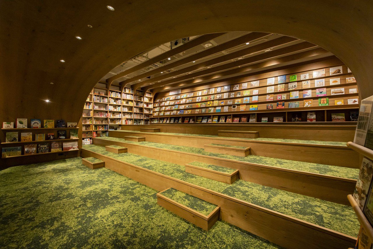 位於CITYLINK南港店商場2樓的「TSUTAYA BOOKSTORE」占地約...