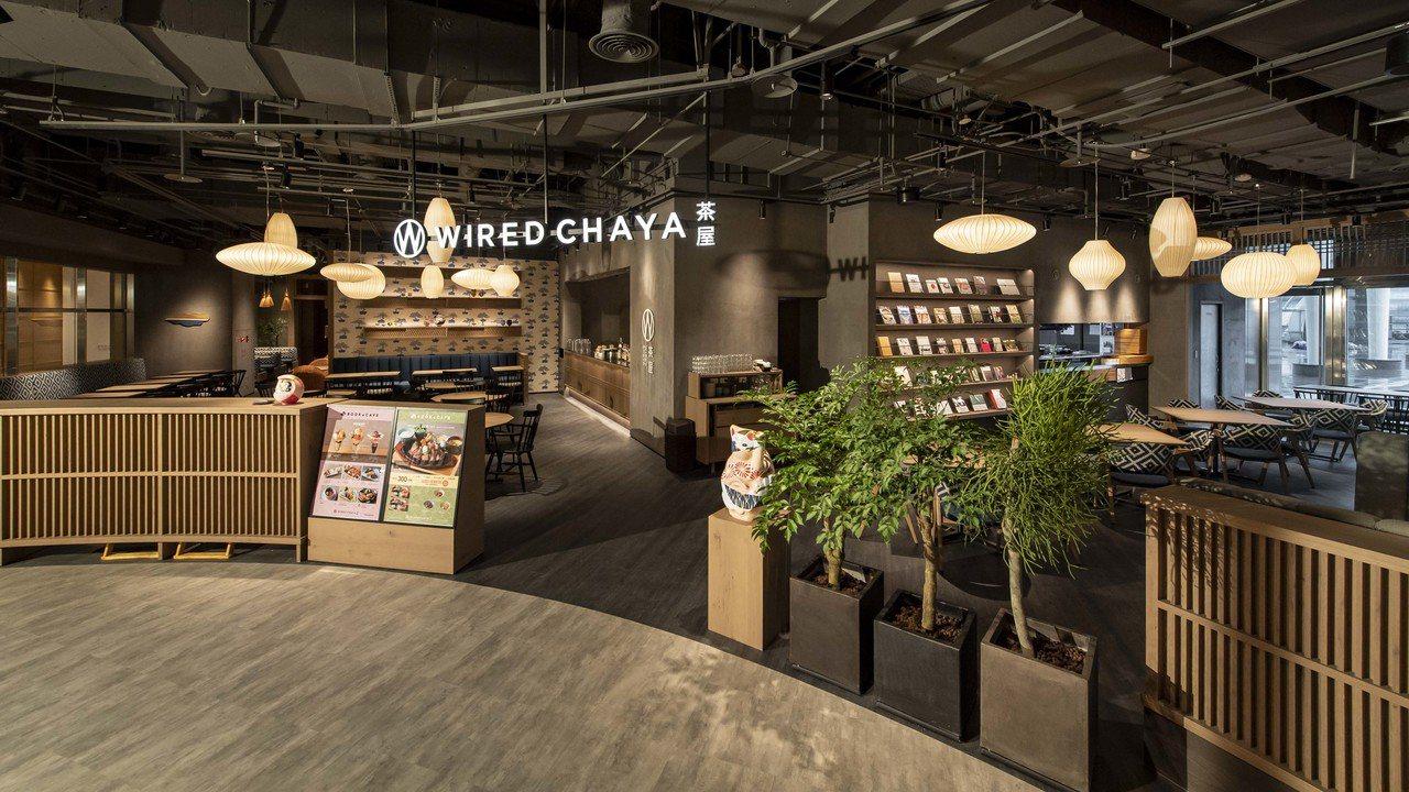 位於CITYLINK南港店商場2樓的「TSUTAYA BOOKSTORE」巧妙運...