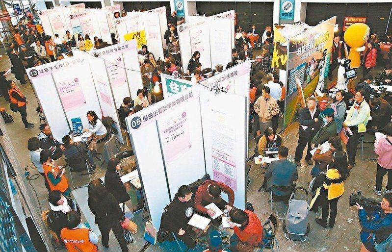 「中高齡總動員」就業博覽會7日上午10點30分至下午4時,在台北車站1樓大廳舉辦。圖/聯合報系資料照片