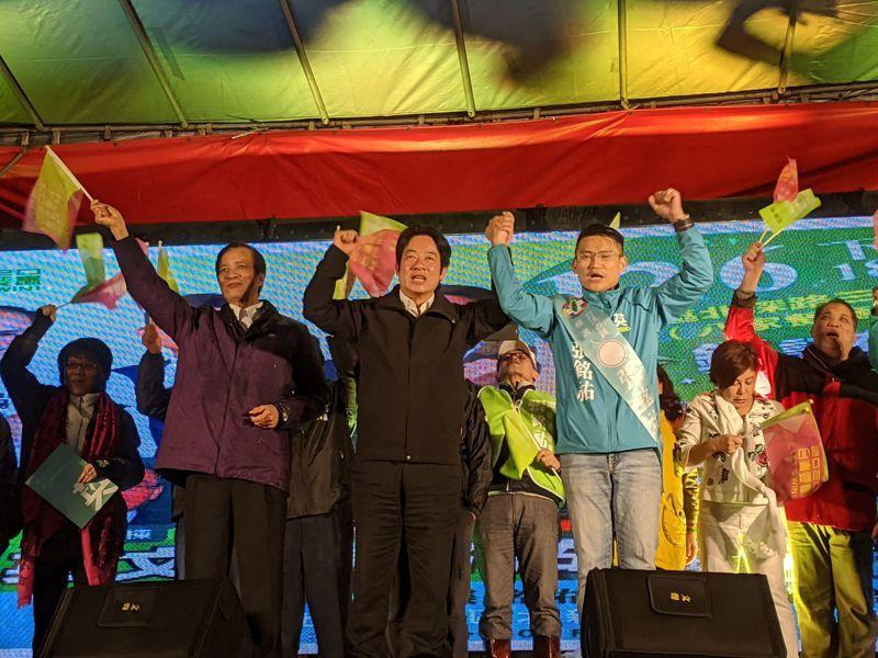 副總統候選人賴清德(左二)出席立委參選人張銘祐(左三)深坑後援會。圖/張銘祐競選服務處提供
