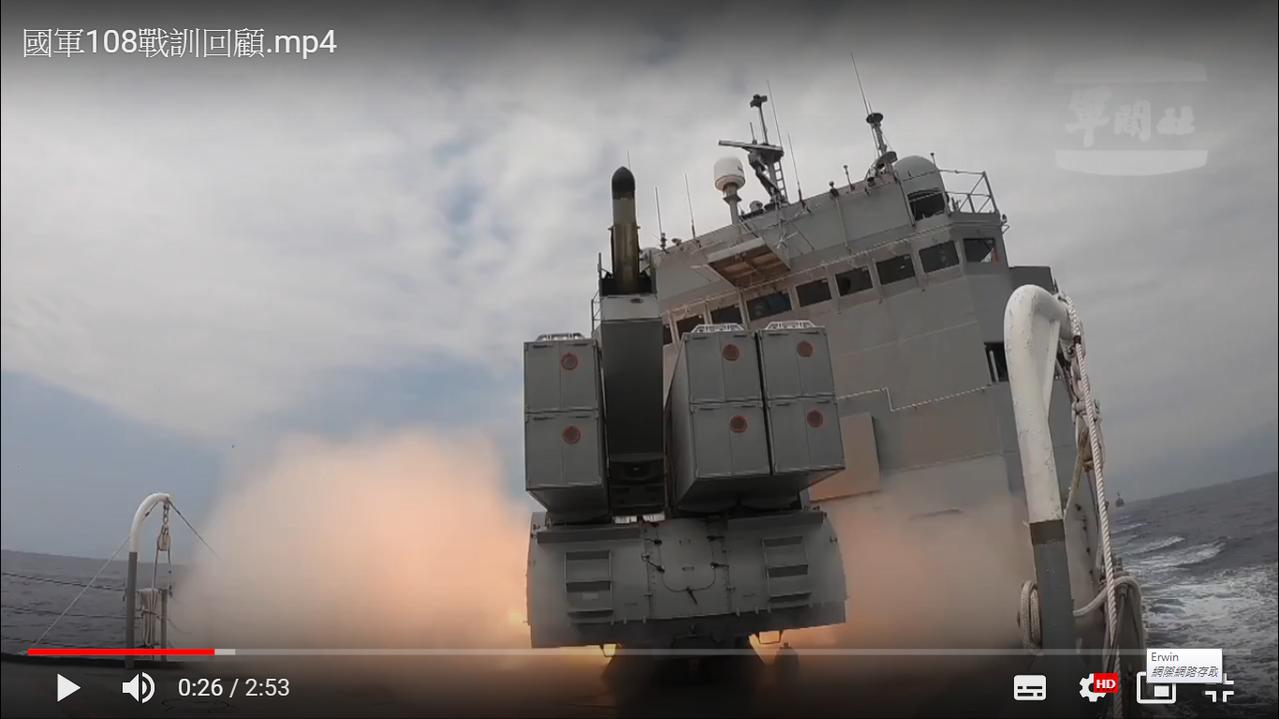 濟陽級巡防艦發射ASROC反潛火箭瞬間。圖/擷自軍聞社影片
