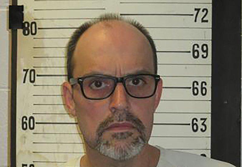 田納西州一名失明男子因情變殺害女友後被判死刑,5日晚接受電椅行刑伏法,成為美國1976年恢復死刑後,43年來第二位遭處決的失明犯人。 美聯社