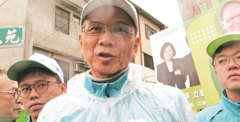 行政院前院長游錫堃受訪否認批踢踢帳號與卡神有關。 記者張裕珍/攝影