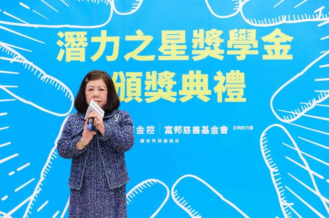 富邦慈善基金會執行長蔡明純表示,富邦慈善基金會長期關注經濟相對弱勢的孩子們生活及...