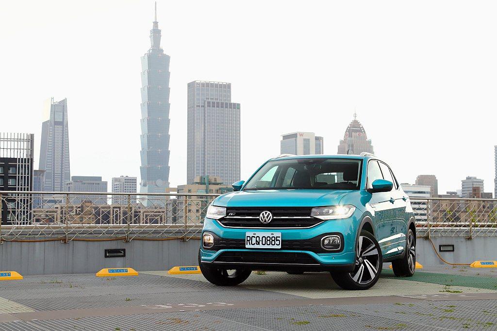 福斯T-Cross上市後台灣銷售反應熱絡,第一批到港新車已經完售。 記者張振群/...