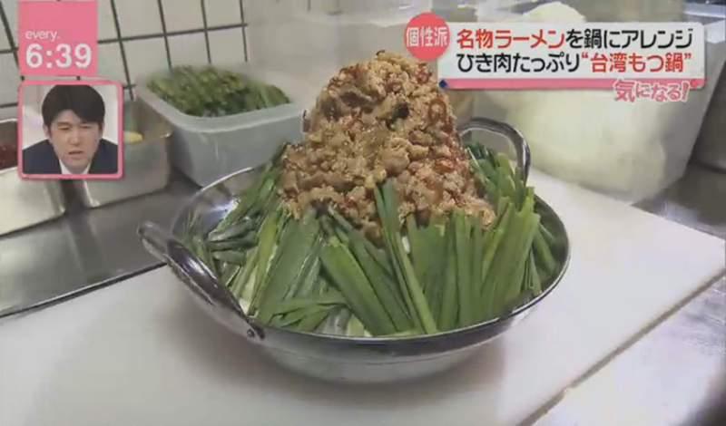 因為大腸火鍋主打的是代表台灣的「辣肉燥」,料理過程相當耗時。圖翻攝自日本節目「n...