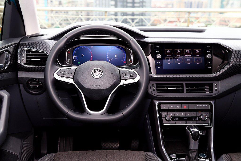 自230 TSI Style Design車型以上就將Active Info D...