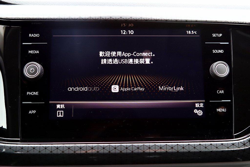 透過App-Connect多媒體手機鏡射,支援Apple CarPlay、And...