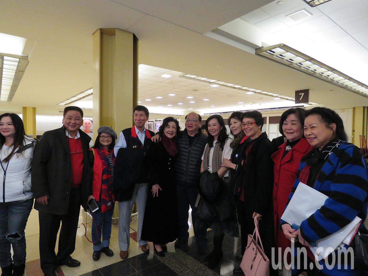 國民黨總統候選人韓國瑜妻子李佳芬、台中市前市長胡志強、邵曉鈴夫婦等一行人6日抵達...