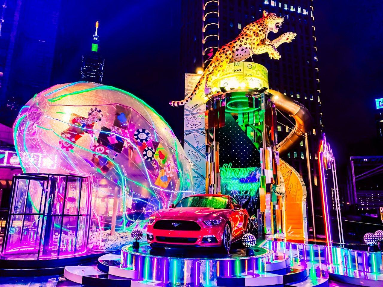 12米高的霸氣金錢豹溜滑梯,把賭城奢華與狂野的氣氛高調呈現。圖/統一時代提供