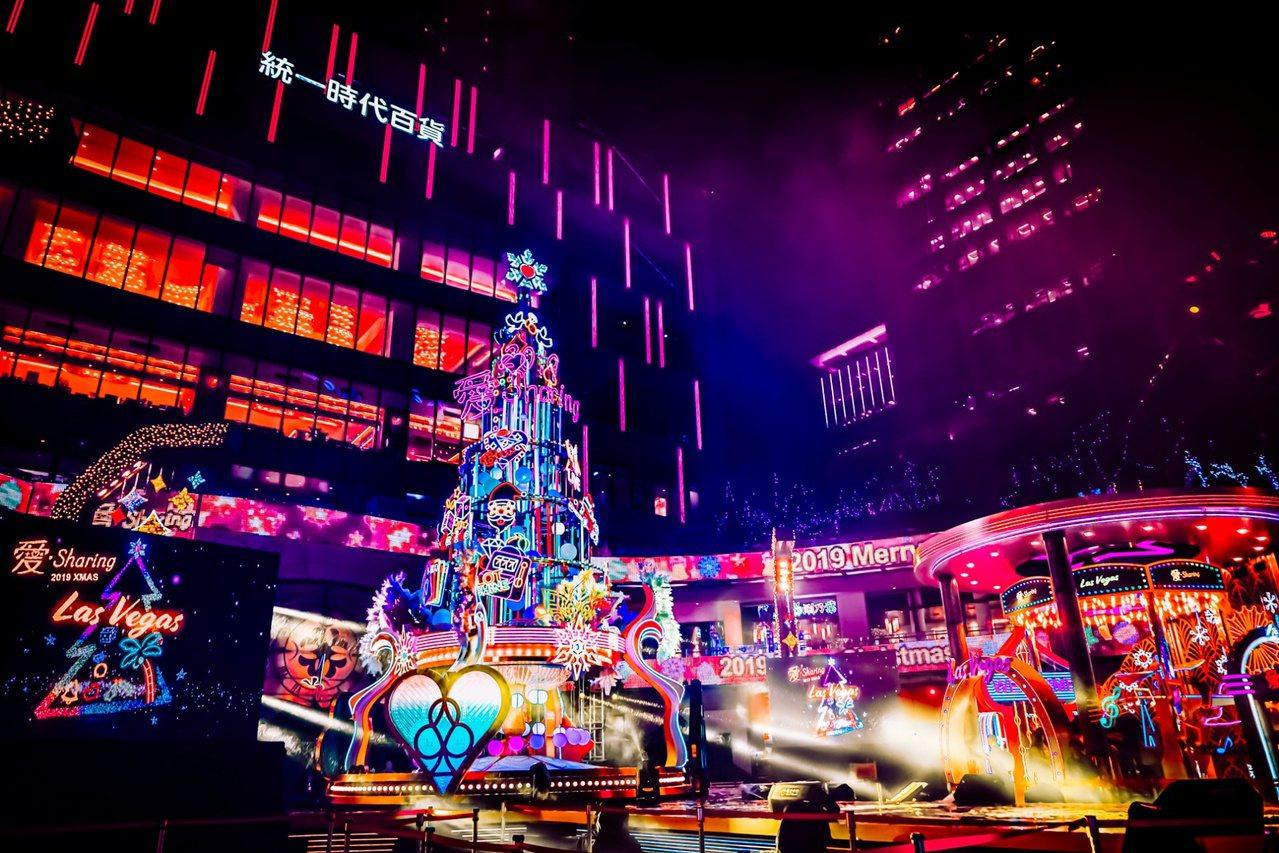 統一時代百貨二樓夢廣場耶誕主樹。圖/統一時代提供
