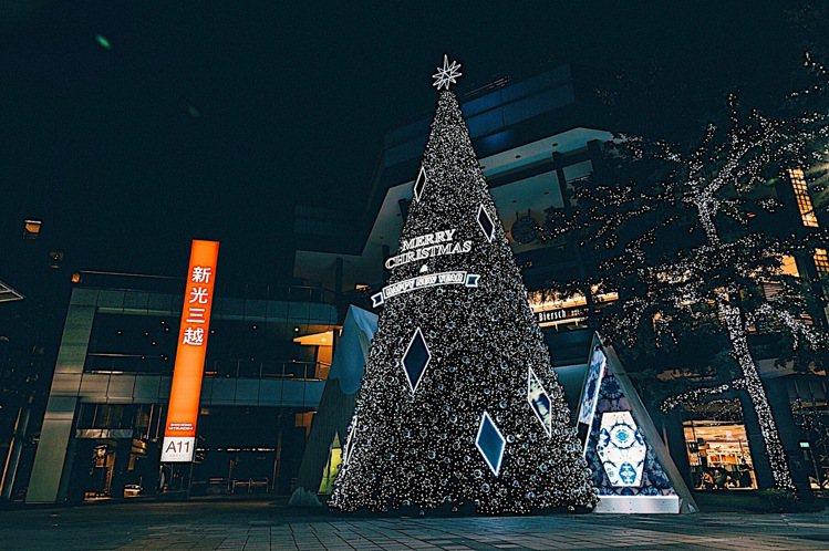 新光三越台北信義新天地「萬花筒耶誕樹」。圖/新光三越提供