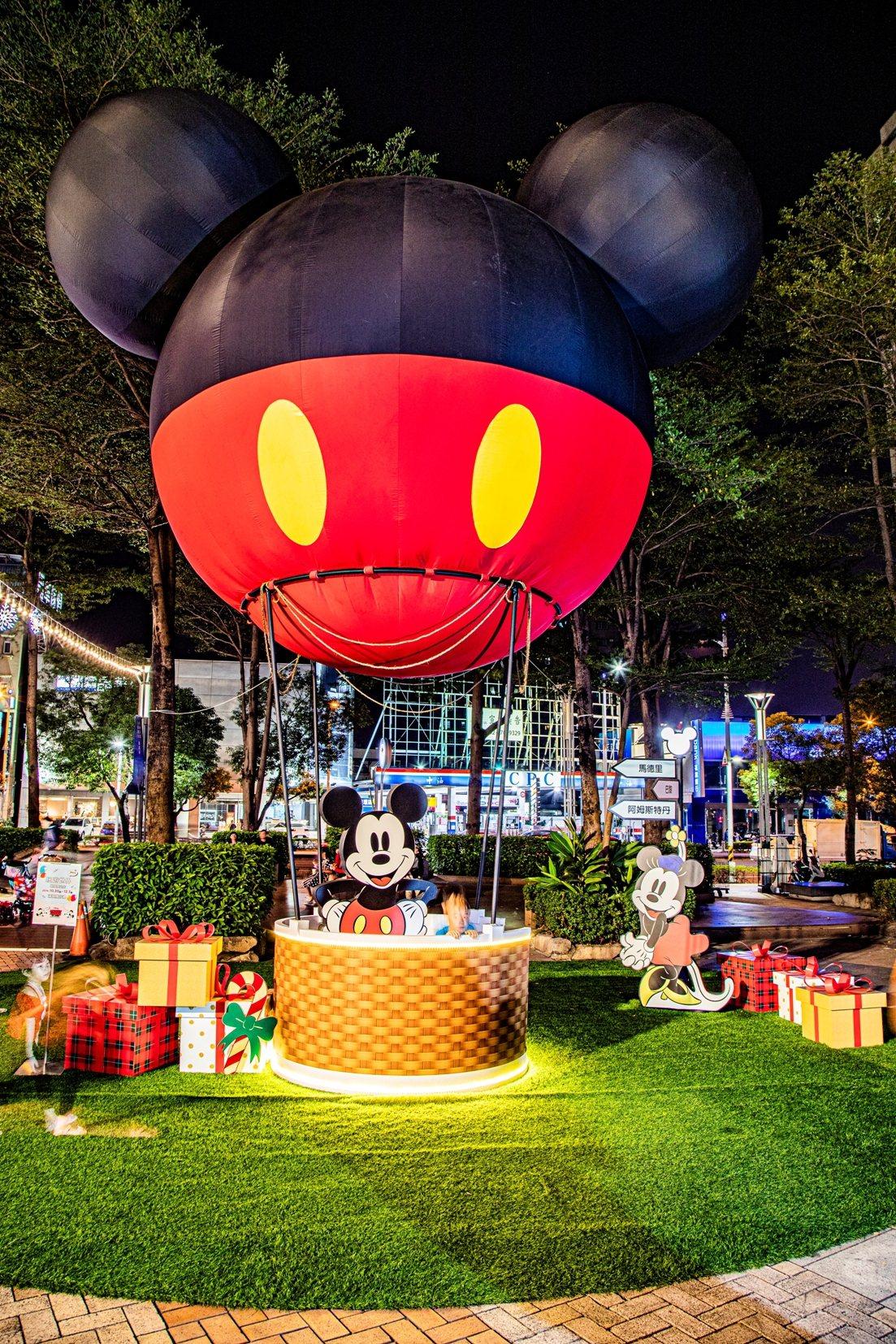 有如米奇熱氣球的裝置,相當吸睛。圖/漢神巨蛋提供