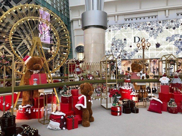 台北101購物中心四樓都會廣場,打造「耶誕禮物夢工廠」,是一座動態、溫馨的耶誕裝...